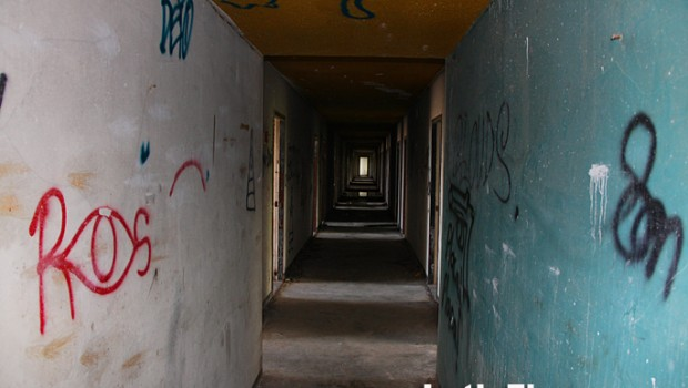 Another view of an abandoned hallway in the El Ponce InterContinental.