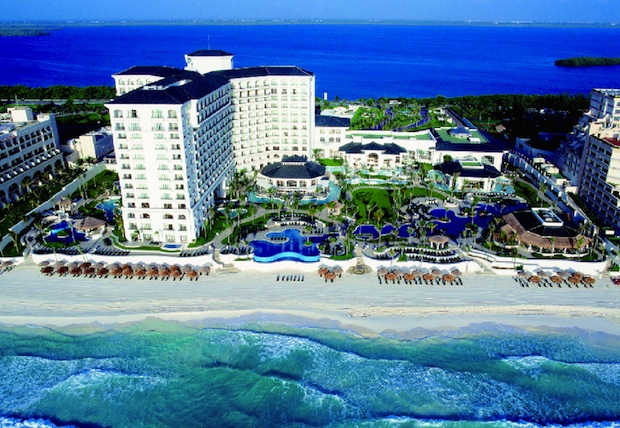 The JW Marriott Cancun is well positioned in paradise.