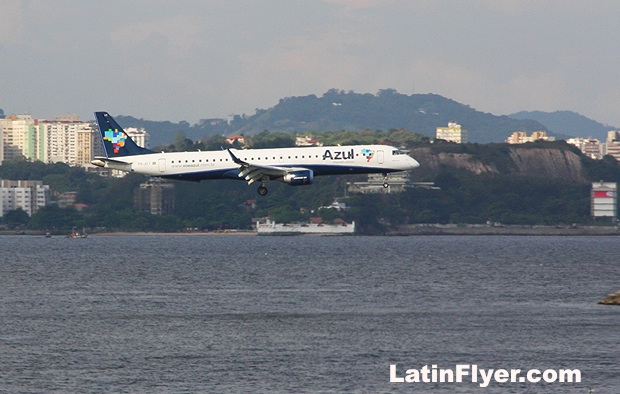 Azul Linhas Aereas — Azul Airlines — on approach at Santos Dumont Airport in Rio de Janeiro.