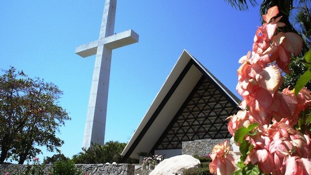 The Chapel of Peace sits atop a cliff in Acapulco, Mexico. Photo: Mitrush