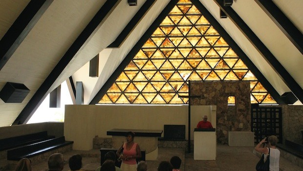 The Chapel of Peace in Acapulco has pleasant rectangular elements. Photo: Prayitno