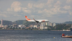 Gol Linhas Aereas (Gol Airlines) Boeing 737 comes close to the water before touching down at Santos Dumont airport.