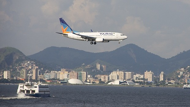 A Varig Boeing 737 about to land at Santo Dumont airport in Rio de Janeiro.