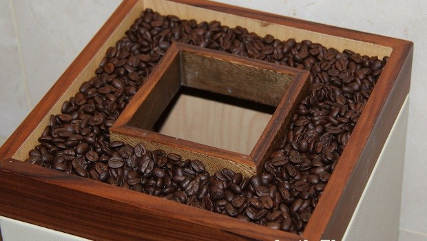 Colombian coffee beans are a clever part of waste receptacles Well placed pool lounges at the Holiday Inn Cartagena Morros hotel.