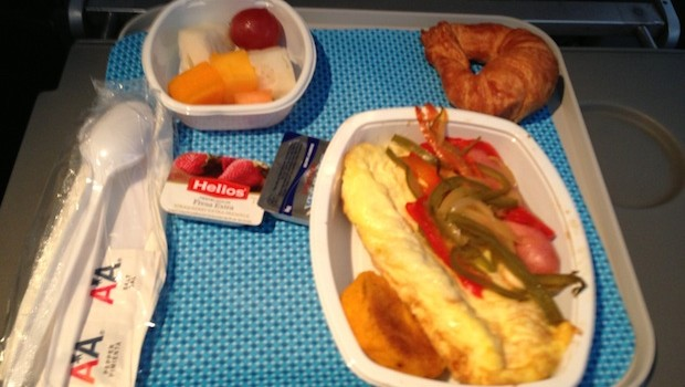 Airline food: Free airline meals include breakfast aboard American Airlines. Photo: LatinFlyer.com