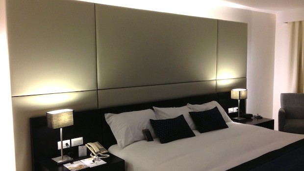 I found the lighting and bedding quite comfortable at the Hotel Oro Verde Cuenca, in Ecuador.