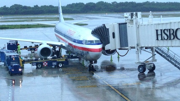 American Airlines Boeing 737-800, ready to fly from Cancun to JFK.