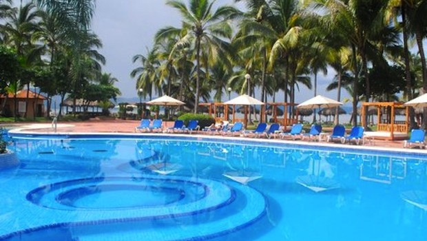 The large swimming pool at Fiesta Americana Puerto Vallarta hotel.