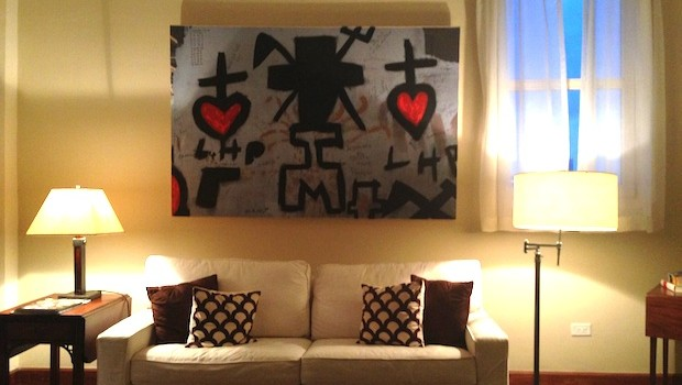 Original modern art and a comfy sofa bed make this Las Clementinas suite practical and pretty.
