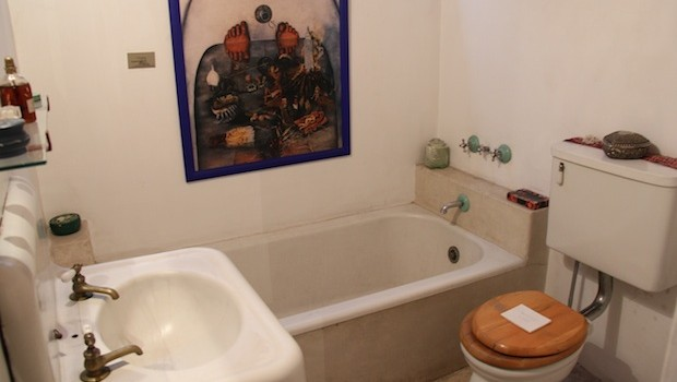 The vintage bathroom at the home-studio of Frida Kahlo.