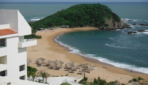 Secrets Huatulco is among the AM Resorts offering destination wedding specials.