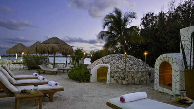 Westin Resort & Spa, Cancun, is offering a Valentine's Day package.