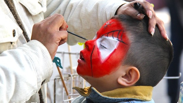 Spiderman face painting for kids in Chapultepec Park, Mexico City.