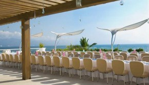 The Hilton Puerto Vallarta is offering free destination wedding amenities.