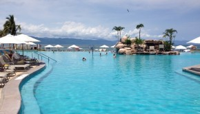 The large beachfront pool at CasaMagna Marriott Puerto Vallarta.