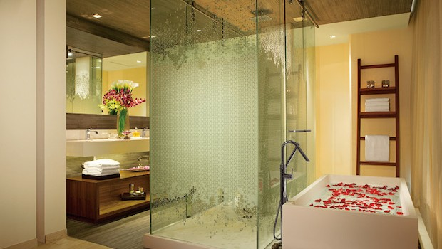 The shower and bathtub are truly inviting at Secrets The Vine.