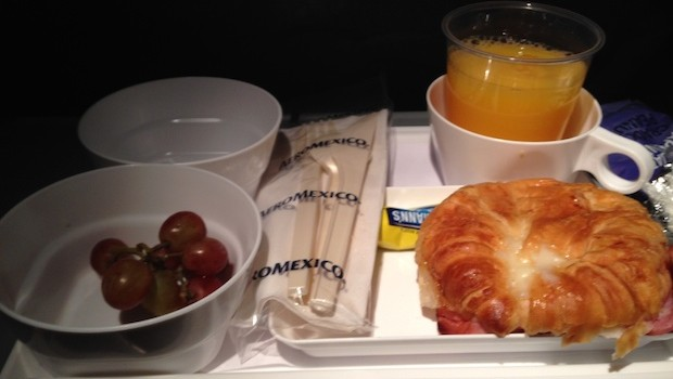 Airline food: Free airline meals served aboard Aeromexico.