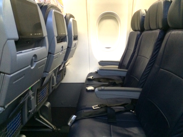 Airline Review American Airlines Boeing 737 Cancun To