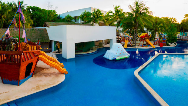 The Grand Oasis Tulum resort is letting kids stay free in Mexico.